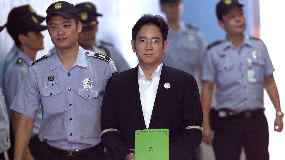 අල්ලස් චෝදනා ලද Samsung ප්රධානියා වසර දෙකහමාරක් සිරගෙට